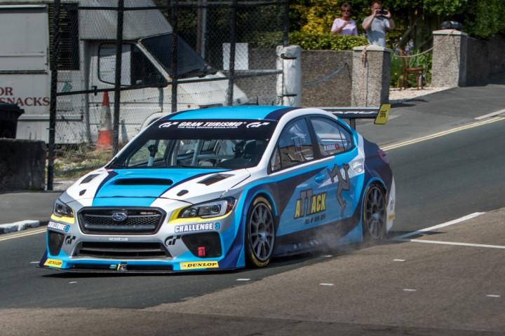 スバル「WRX STI」がマン島TTで最速ラップタイムを更新。