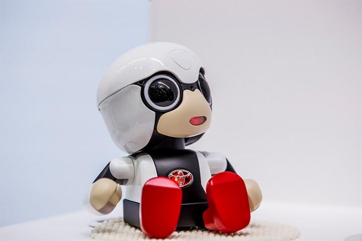 トヨタがロボット事業に参入!?手のひらサイズのロボット<strong>「KIROBO mini」</strong>を発売。