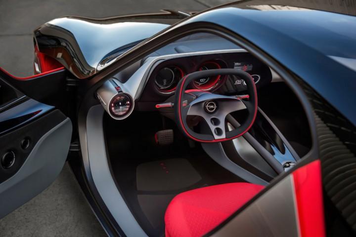 オペルが発表したライトウェイトスポーツカー「オペルGTコンセプト」とはどんなクルマなのか。