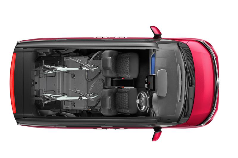 トヨタ、両側パワースライドドア搭載のファミリー向け新型車「ルーミー」「タンク」を発売。その違いとは。
