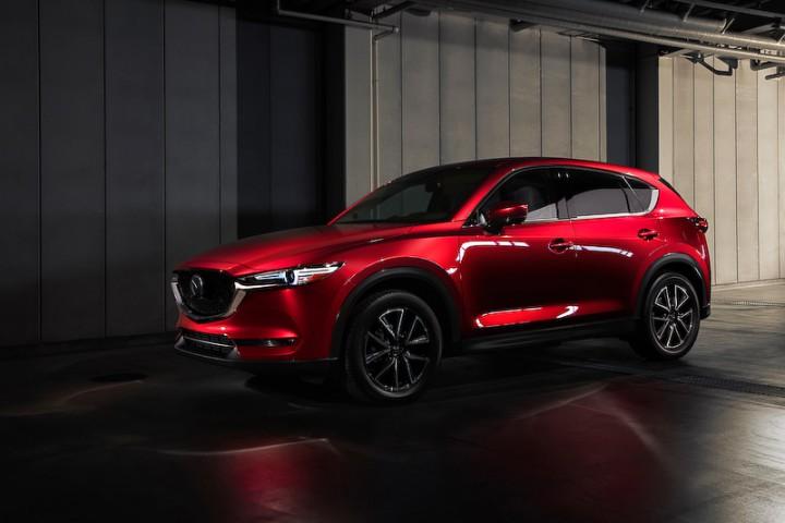 マツダ、ロサンゼルスモーターショーで新デザインとなったクロスオーバーSUV新型「CX-5」を公開。