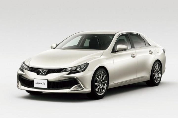 トヨタ、スポーティーセダン「マークX」をマイナーチェンジ。デザインを一新し、スポーツグレードを追加。