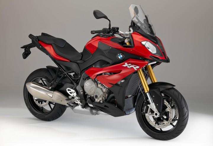 人気映画の最新作「バイオハザード:ザ・ファイナル」にBMW「S1000 XR」が登場。主人公が乗るバイクに。
