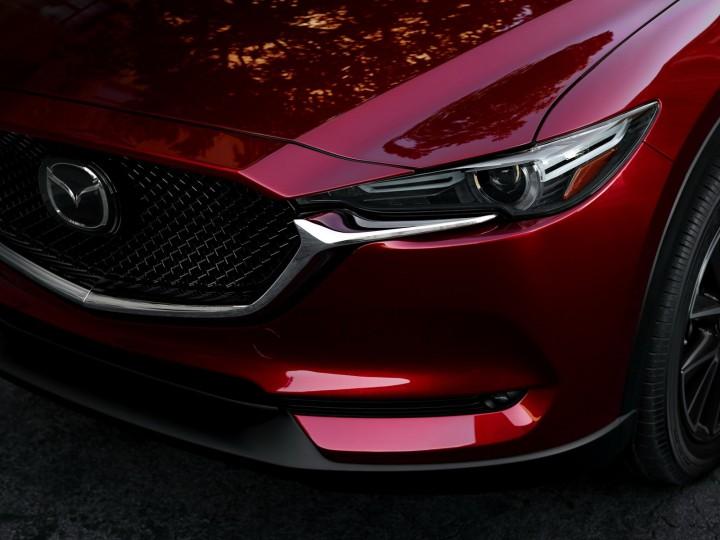 初のフルモデルチェンジを受けたマツダ「CX-5」が受注開始。発売日やスペックなどの詳細まとめ。